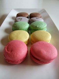 449px-A_rainbow_of_macarons_(part_deux).jpg