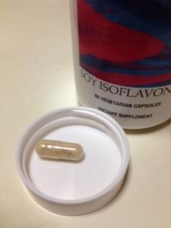 大豆イソフラボンサプリメントのカプセル.JPG